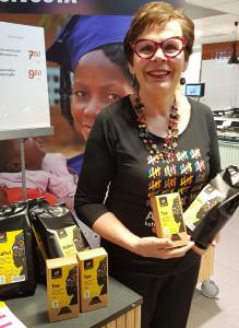 kahvi- ja tee-esittelyä Naisten Päivän vapaaehtoistyönä